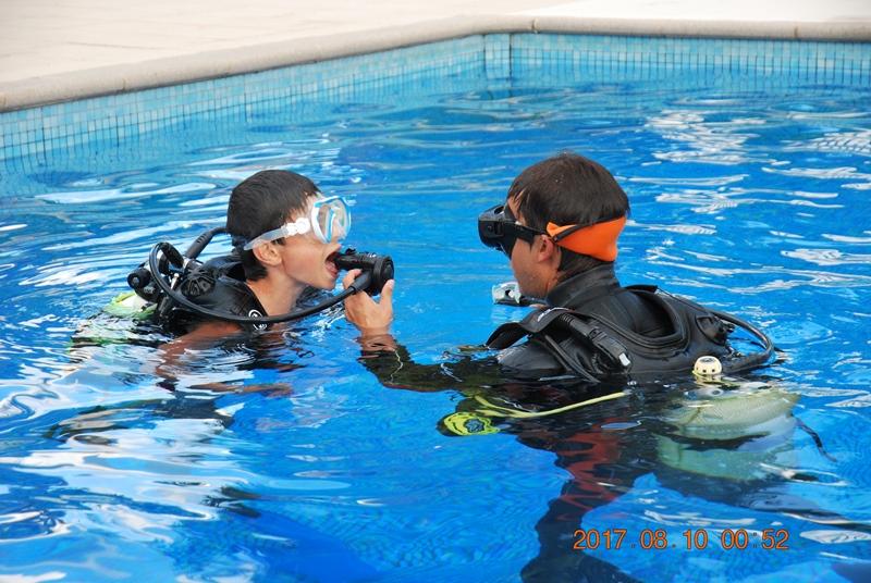 Baptême de plongée dans notre piscine