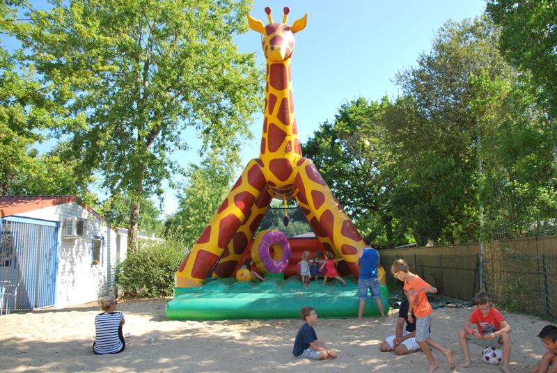 Girafe gonflable pour les plus petits