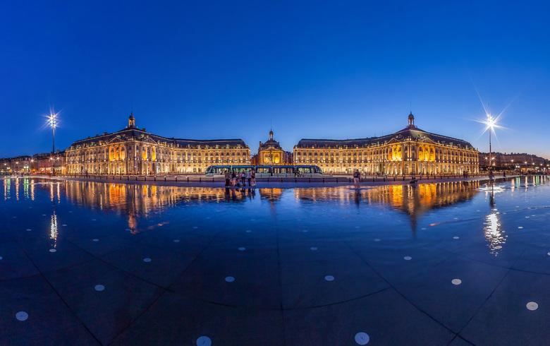 Place de la Bourse de nuit à Bordeaux