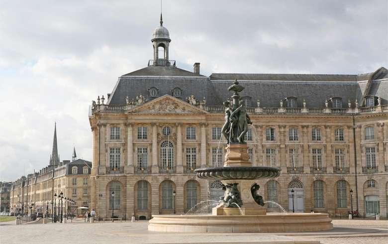 Place de la Bourse de jour à Bordeaux